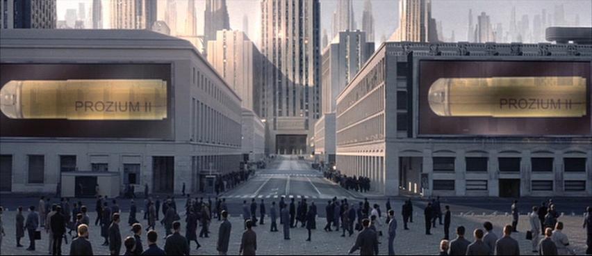 Dystopisk bild från filmen Equilibrium (2002) på ett betongsamhälle med likadant svartklädda människor som vandrar planlöst framför byggnader. Två storbildsskärmar visar reklam för känsloavtrubbande läkemedel.